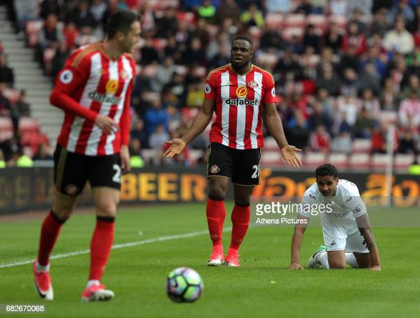 Victor Anichebe of Sunderland protests to the linesman for his foul against Kyle Naughton of Swansea City during the Premier League match between...
