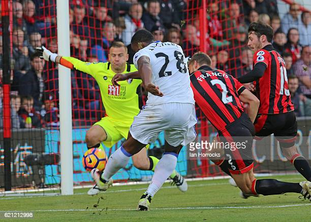 Victor Anichebe of Sunderland scores the first Sunderland goal during the Premier League match between AFC Bournemouth and Sunderland at Vitality...