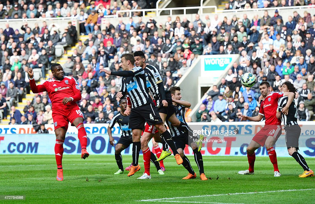 Victor Anichebe of West Brom scores the opening goal during the Barclays Premier League match between Newcastle United and West Bromwich Albion at St James' Park on May 9, 2015 in Newcastle upon Tyne, England.