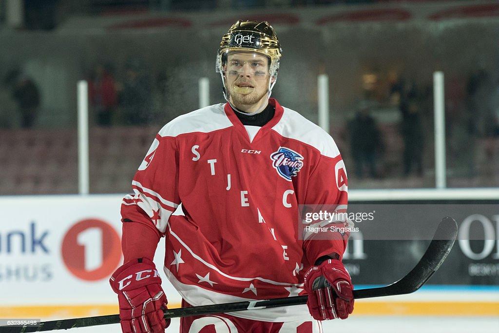Winter Classic Ice Hockey : News Photo