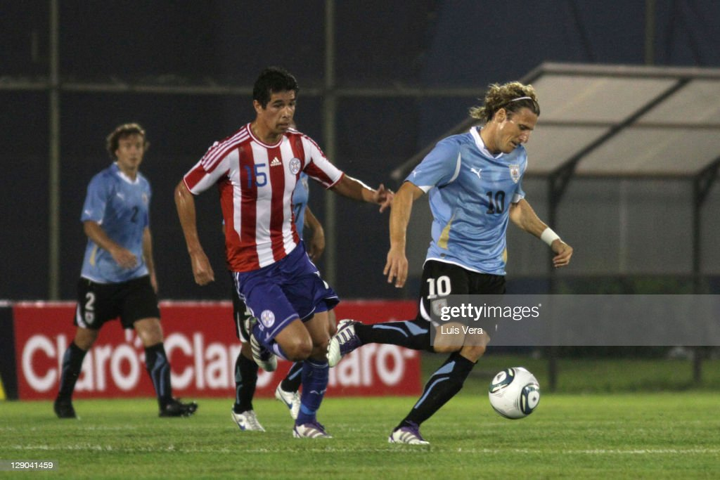Victor Caceres (L) of Paraguay, fights for the ball with Diego Forlan (R) of Uruguay, during the match between Paraguay and Uruguay as part of the first round of the South American Qualifiers for World Cup Brazil 2014 in October 11, 2011 in Asuncion, Paraguay.