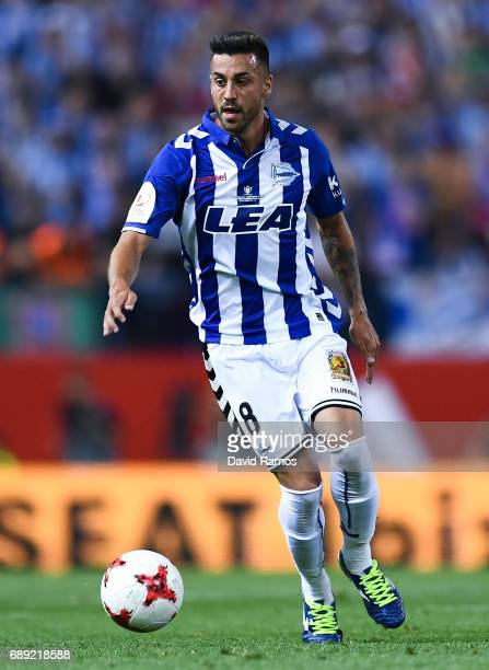 Victor Camarasa of Deportivo Alaves runs with the ball during the Copa Del Rey Final between FC Barcelona and Deportivo Alaves at Vicente Calderon...