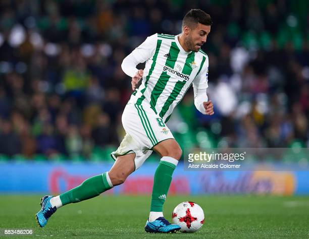 Victor Camarasa of Real Betis Balompie in action during the Copa del Rey Round of 32 Second Leg match between Real Betis Balompie and Cadiz CF at...