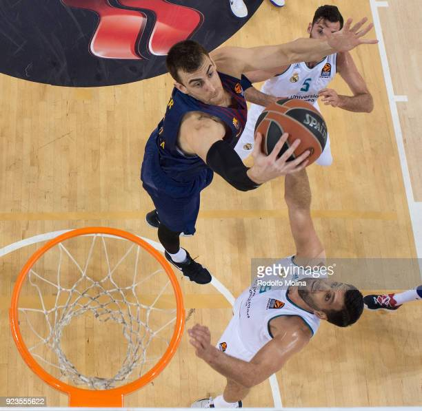Victor Claver #30 of FC Barcelona Lassa in action during the 2017/2018 Turkish Airlines EuroLeague Regular Season game between FC Barcelona Lassa and...