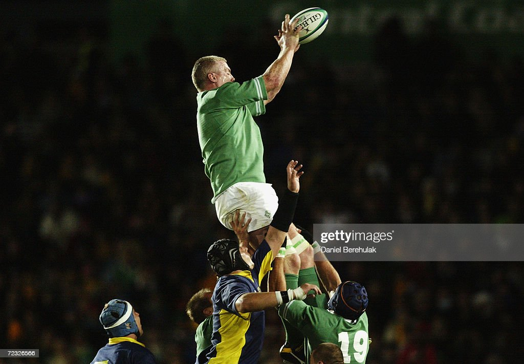 Victor Costello of Ireland wins lineout ball : News Photo