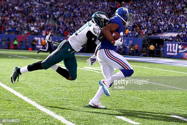 Victor Cruz of the New York Giants catches a 46 yard pass thrown by Eli Manning against the Philadelphia Eagles during the second quarter of the game...