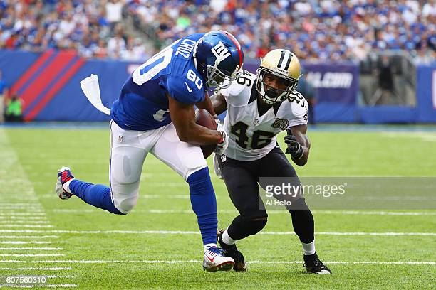 Victor Cruz of the New York Giants makes a catch against Ken Crawley of the New Orleans Saints during the fourth quarter at MetLife Stadium on...