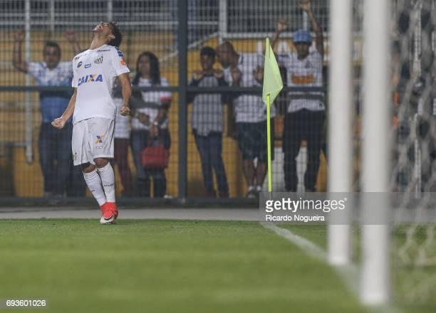 Victor Ferraz of Santos celebrates his goal during the match between Santos and Botafogo as a part of Campeonato Brasileiro 2017 at Pacaembu Stadium...