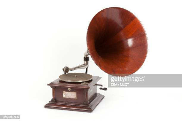 Victor IV gramophone with case and horn in mahogany produced by Victor Talking Machine Company United States of America 20th century
