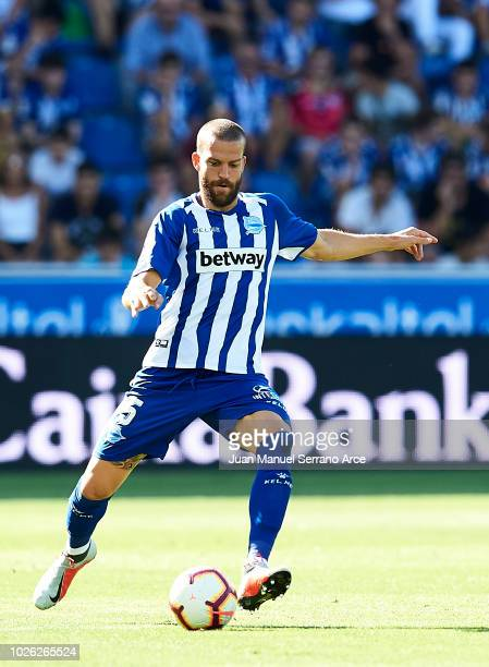 Victor Laguardia of Deportivo Alaves controls the ball during the La Liga match between Deportivo Alaves and RCD Espanyol at Estadio de Mendizorroza...