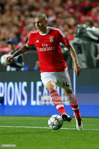 Victor Lindeloef of Benfica runs with the ball during the UEFA Champions League quarter final second leg match between SL Benfica and FC Bayern...