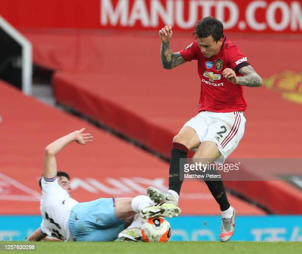 Victor Lindelof of Manchester United in action with Declan Rice of West Ham United during the Premier League match between Manchester United and West...