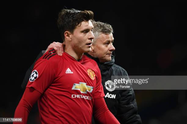 Victor Lindelof of Manchester United speaks with Ole Gunnar Solskjaer Manager of Manchester United after the UEFA Champions League Quarter Final...