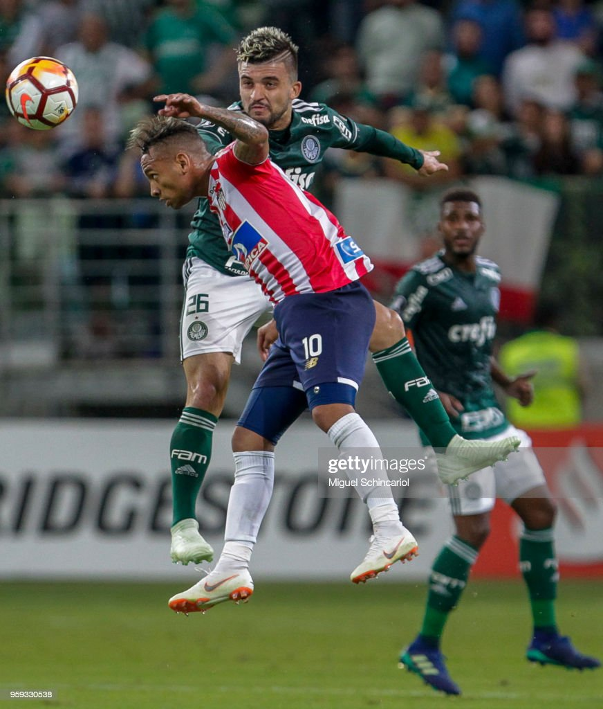 Victor Luis (R) of Palmeiras of Brazil vies for the ball with Jarlan Barrera of Junior Barranquilla of Colombia during the match for the Copa CONMEBOL Libertadores 2018 at Allianz Parque Stadium on May 16, 2018 in Sao Paulo, Brazil.