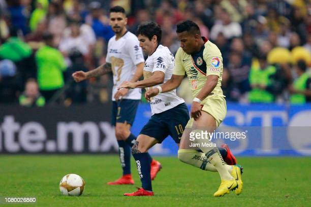 Victor Malcorra of Pumas and Roger Martinez of America competes for the ball during the semifinal second leg match between America and Pumas UNAM as...