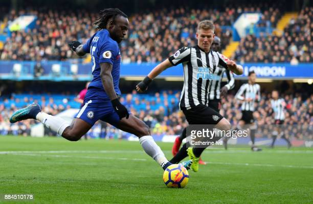 Victor Moses of Chelsea and Matt Ritchie of Newcastle United during the Premier League match between Chelsea and Newcastle United at Stamford Bridge...