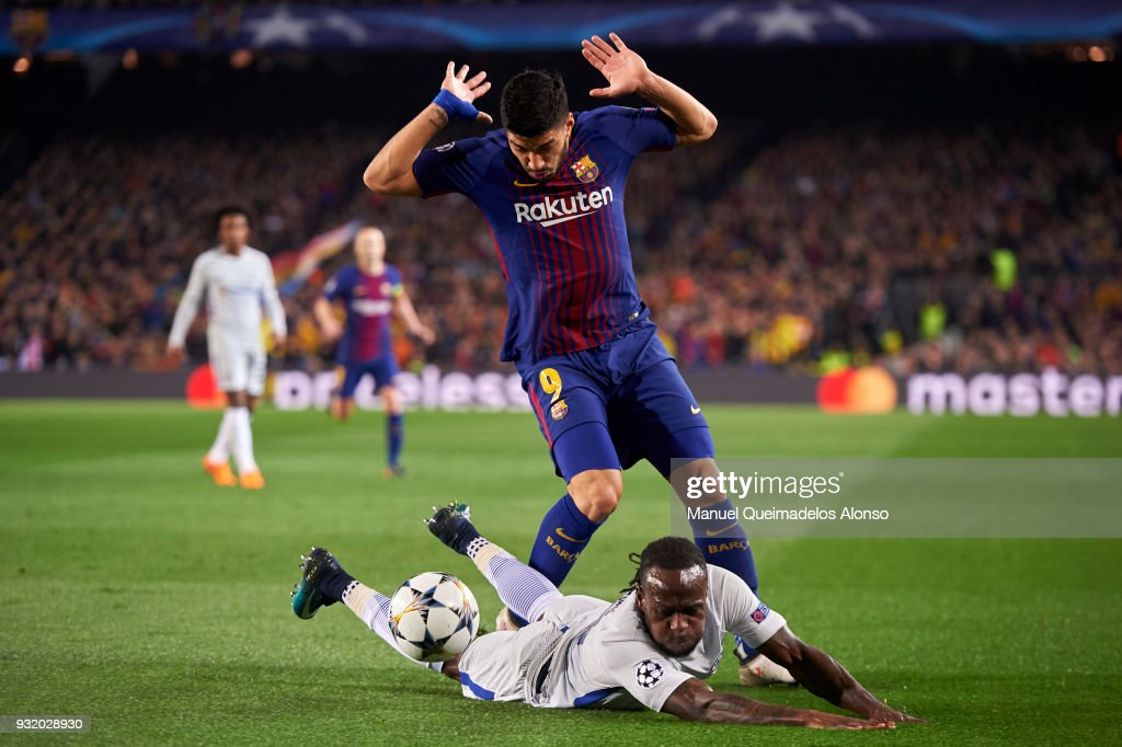 Victor Moses of Chelsea FC is challenged by Luis Suarez of FC Barcelona during the UEFA Champions League Round of 16 Second Leg match between FC Barcelona and Chelsea FC at Camp Nou on March 14, 2018 in Barcelona, Spain.