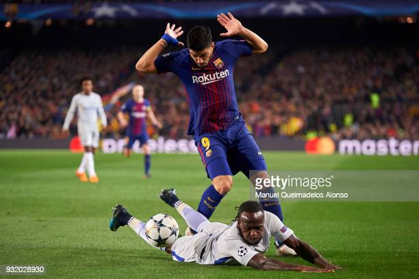 Victor Moses of Chelsea FC is challenged by Luis Suarez of FC Barcelona during the UEFA Champions League Round of 16 Second Leg match between FC...