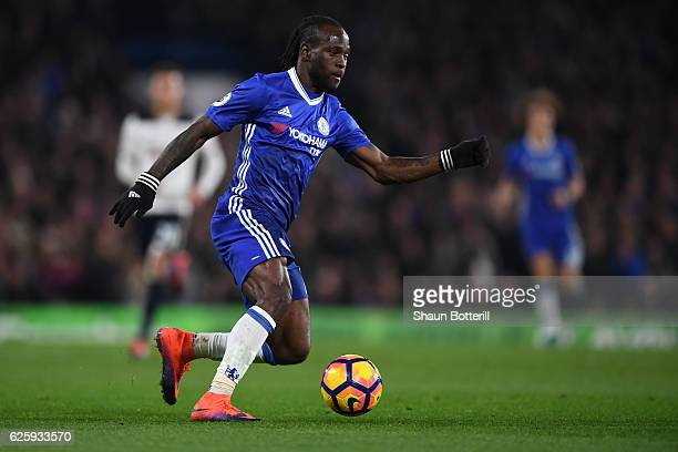 Victor Moses of Chelsea in action during the Premier League match between Chelsea and Tottenham Hotspur at Stamford Bridge on November 26 2016 in...