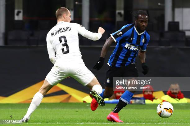 Victor Moses of FC Internazionale competes for the ball with Anton Nedyalkov of PFC Ludogorets Razgrad during the UEFA Europa League round of 32...