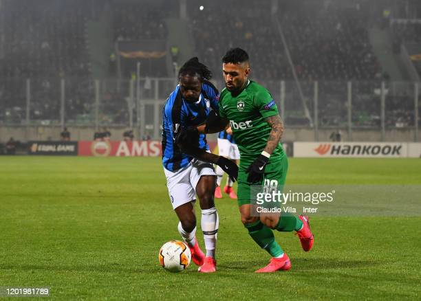 Victor Moses of FC Internazionale competes for the ball with Wanderson during the UEFA Europa League round of 32 first leg match between PFC...
