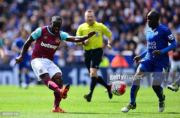 Victor Moses of West Ham United takes a shot at goal during the Barclays Premier League match between Leicester City and West Ham United at The King...