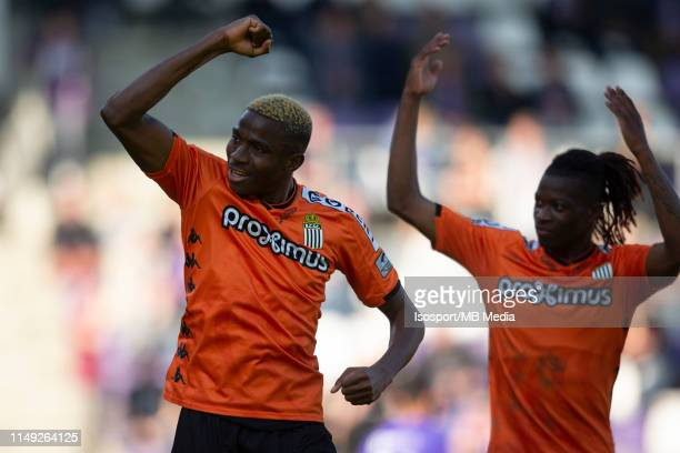Victor Osimhen of Charleroi scores a goal and celebrates during the Jupiler Pro League playoff 2 group A match between Beerschot Wilrijk and Sporting...