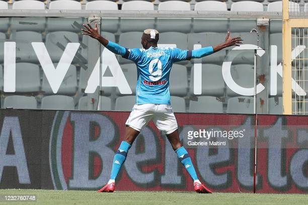Victor Osimhen of SSC Napoli celebrates after scoring a goal during the Serie A match between Spezia Calcio and SSC Napoli at Stadio Alberto Picco on...