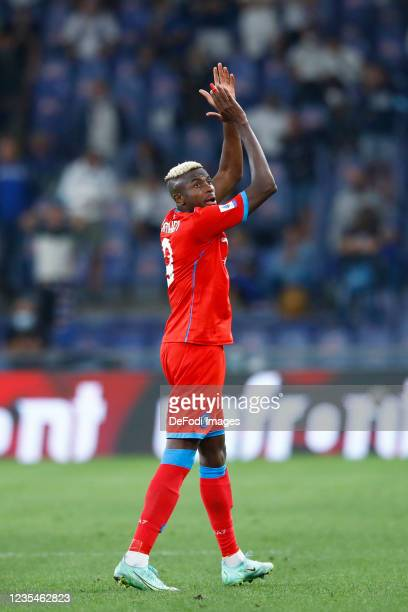 Victor Osimhen of SSC Napoli gestures during the Serie A match between UC Sampdoria and SSC Napoli at Stadio Luigi Ferraris on September 23, 2021 in...