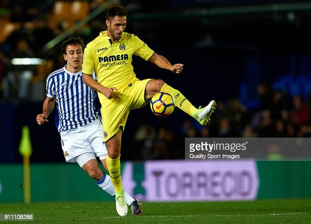 Victor Ruiz of Villarreal competes for the ball with Mikel Oyarzabal of Real Sociedad during the La Liga match between Villarreal and Real Sociedad...