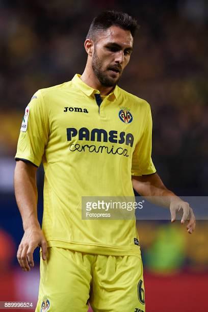 Victor Ruiz of Villarreal reacts during the La Liga match between Villarreal and Barcelona at Estadio La Ceramica on December 10 2017 in Villarreal...
