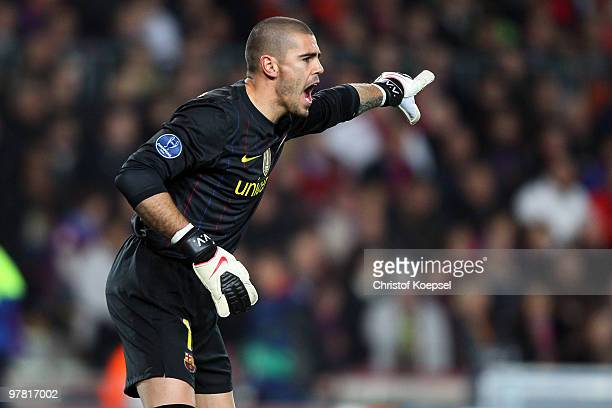 Victor Valdés of Barcelona issues instructions during the UEFA Champions League round of sixteen second leg match between FC Barcelona and VfB...
