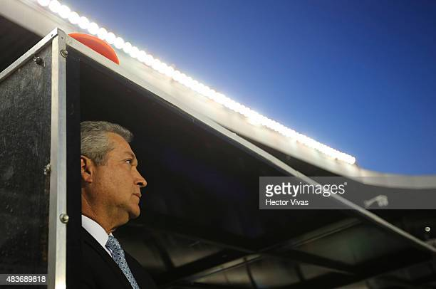 Victor Vucetich Head Coach of Queretaro looks on prior a fourth round match between Queretaro and Santos as part of the Apertura 2015 Liga MX at La...