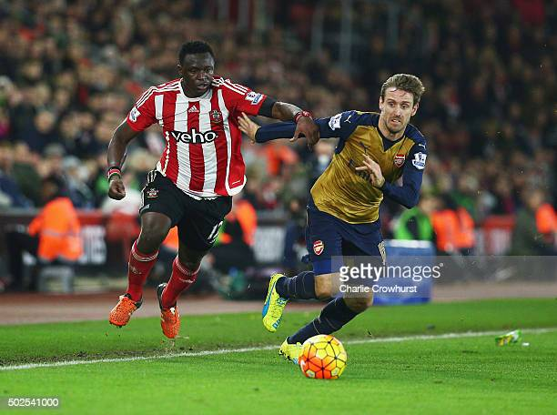 Victor Wanyama of Southampton battles with Nacho Monreal of Arsenal during the Barclays Premier League match between Southampton and Arsenal at St...