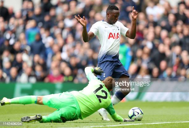 Victor Wanyama of Tottenham Hotspur takes the ball around Ben Hamer of Huddersfield Town and goes on to score his sides first goal of the game during...
