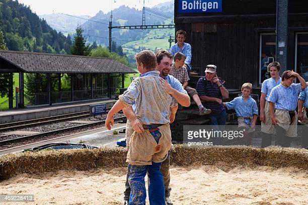 Victor Tücher Sägemehl auf der Rückseite von seiner Gegner