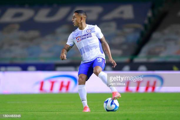 Victor Yoshimar Yotun of Cruz Azul controls the ball during the 8th round match between Leon and Cruz Azul as part of the Torneo Guard1anes 2021 Liga...