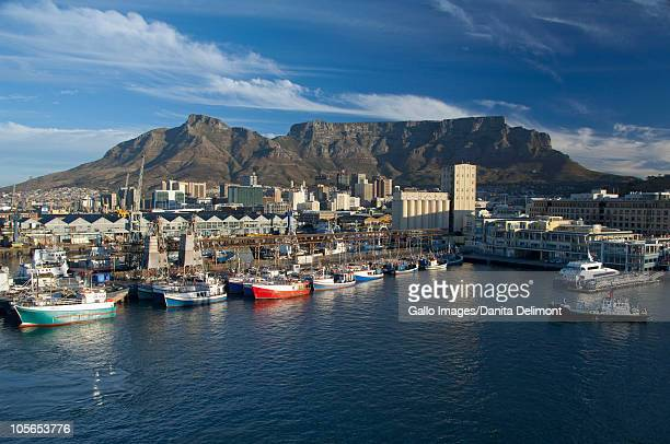 victoria and alfred waterfront with table mountain in the distance, cape town, south africa - table mountain stock pictures, royalty-free photos & images