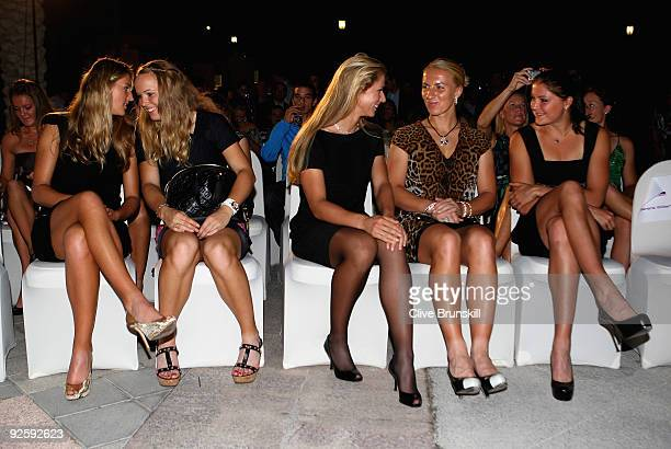 R Victoria Azarenka of BelarusCaroline Wozniacki of Denmark Elena Dementieva Svetlana Kuznetsova and Dinara Safina all of Russia at the players party...