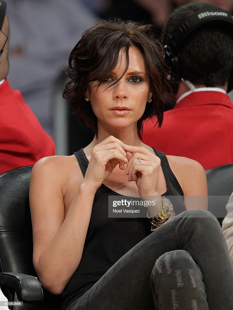 Victoria Beckham attends the Los Angeles Lakers v Dallas Mavericks game on October 30, 2009 in Los Angeles, California.