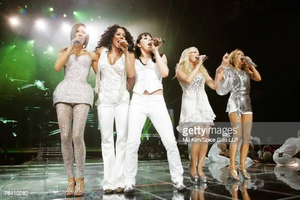 ACCESS*** Victoria Beckham Melanie Brown Melanie Chisholm Emma Bunton and Geri Halliwell of Spice Girls perform on The Return of Spice Girls World...
