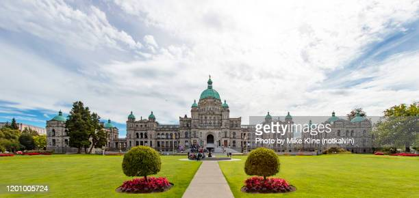 victoria british columbia's parliament building from the front - panorama - victoria canada stock pictures, royalty-free photos & images