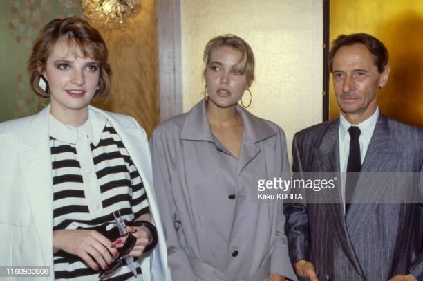 Victoria Brynner Jenna de Rosnay et Marc Bohan lors d'un défilé Christian Dior à Tokyo le 22 mai 1986 Japon