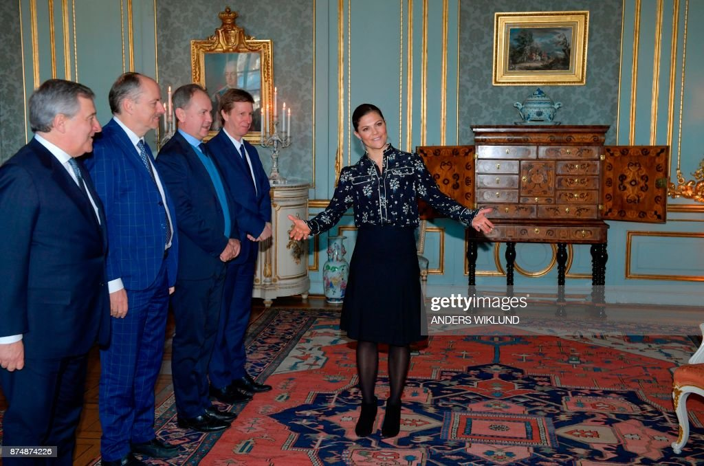 Victoria, Crown Princess of Sweden, welcomes European Parliament President Antonio Tajani (L) and members of his delegation at Stockholm Royal Palace Thursday on November 16, 2017. / AFP PHOTO / TT News Agency / Anders WIKLUND / Sweden OUT