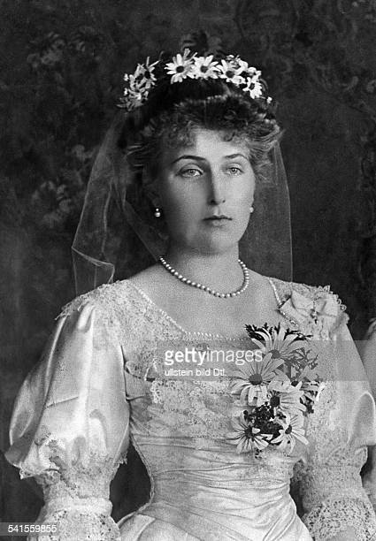 Victoria Eugenia Queen of Spain*24101887 nee Princess Viktoria Eugenie von Battenberg in a dress with floral decoration Published by 'Berliner...