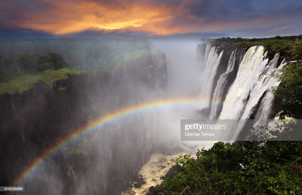 Victoria Falls sunset with rainbow, Zambia : Stock-Foto