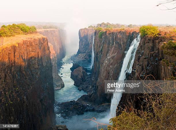victoria falls, zambia, southern africa - アフリカ ヴィクトリアの滝 ストックフォトと画像