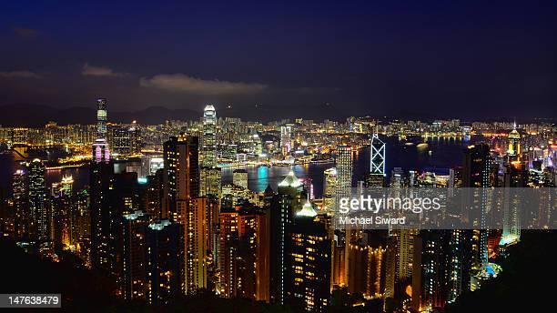 victoria harbor and hong kong skyline - michael siward stock pictures, royalty-free photos & images