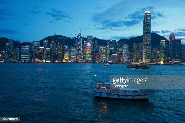 victoria harbour at dusk - gwengoat stock pictures, royalty-free photos & images