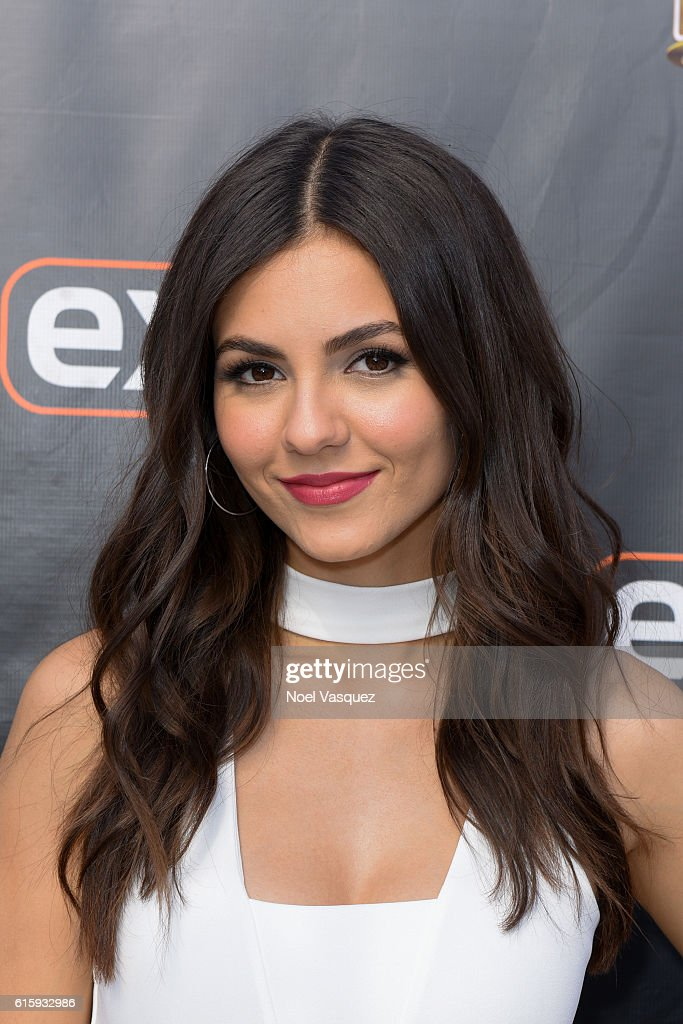 "Jana Kramer And Victoria Justice Visit ""Extra"" : News Photo"
